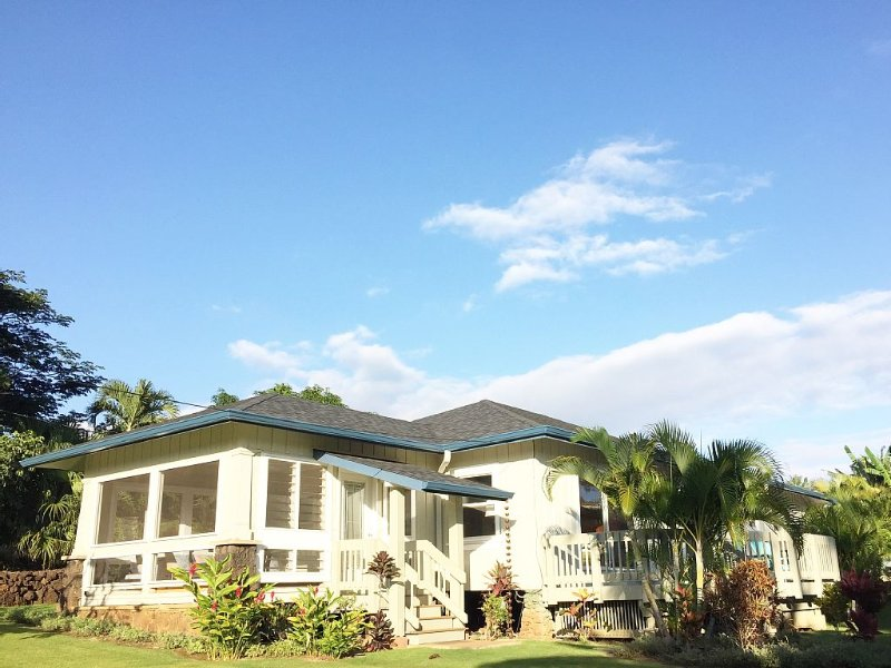 Plantation Beach House - Steps From Poipu Beach, 3 Bed, Pool, Ferienwohnung in Koloa