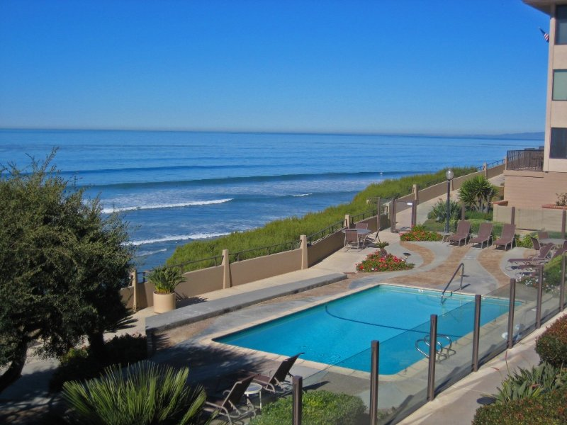 Oceanfront Del Mar Beach Club, 2-Bed/2-Bath Pool-Side Condo, vacation rental in Solana Beach