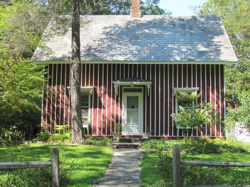 Charming Gate House on Historic Hudson River Estate - Near Bard College, alquiler de vacaciones en Red Hook