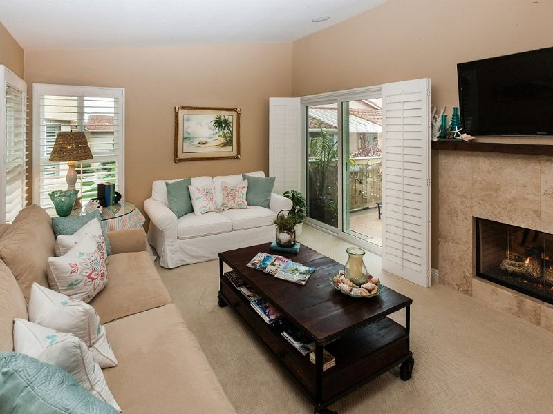 *HOLIDAY SPECIAL* NOV 28 - DEC 22 $130/NT WORK FROM HOME AT OUR BEAUTIFUL CONDO!, holiday rental in Laguna Beach