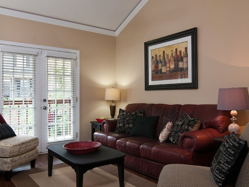 Great Condo Available for an Athens Visit, close to campus and downtown, alquiler de vacaciones en Winterville