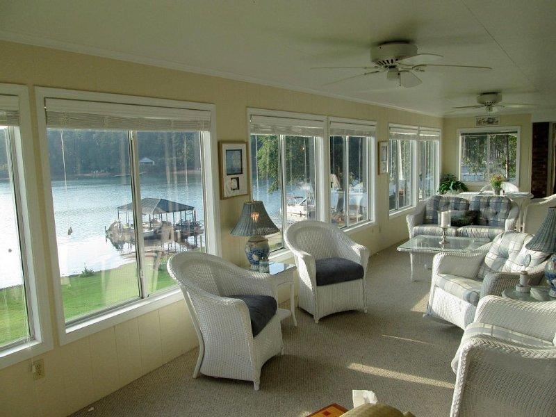 Panoramic Views, Best Location on Keowee, 150' of shoreline, 10 min. to Clemson, location de vacances à Clemson