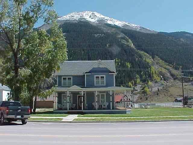 Beautifully restored Victorian Mountain home furnished with authentic antiques!, vacation rental in Silverton