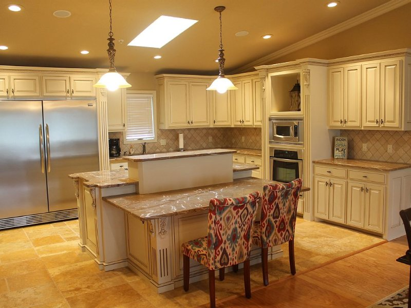 Beautiful Large Luxury Condo with Great Views - Gourmet Kitchen., holiday rental in Hot Springs
