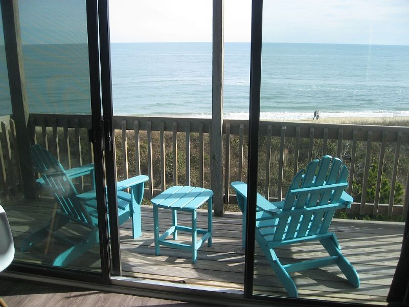 WaveHi! -- Oceanfront! Wave Hi To The Surf From Your Private Deck!, holiday rental in Duck