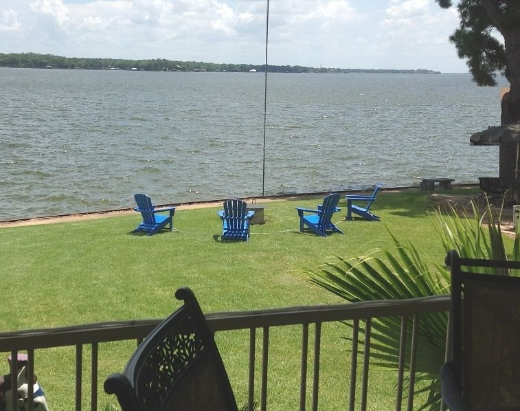 Waterfront Retreat - Enjoy great lake relaxation outside and fun gaming inside!, holiday rental in Eustace