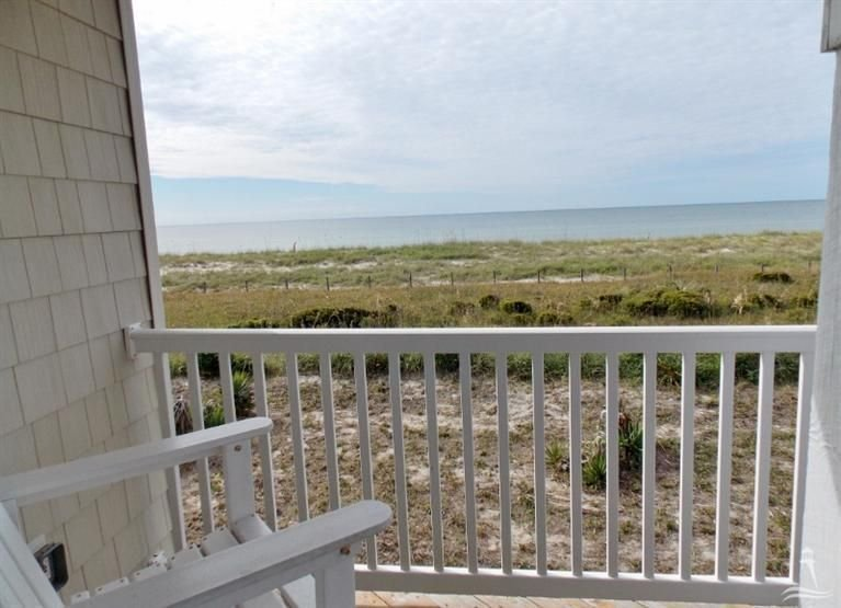 Sea la Vie: Oceanfront Peace & Relaxation (Full Renovation: Winter *********), location de vacances à Oak Island