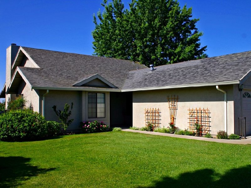 Nestled Between The Vines In A Private Country Setting, holiday rental in Walnut Grove