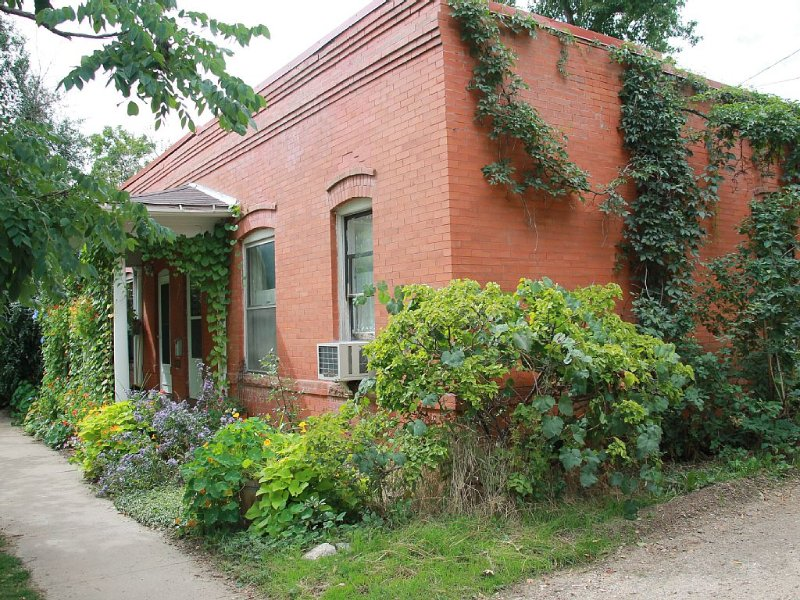 A historic brick duplex with charm, character and convenience, holiday rental in Boulder