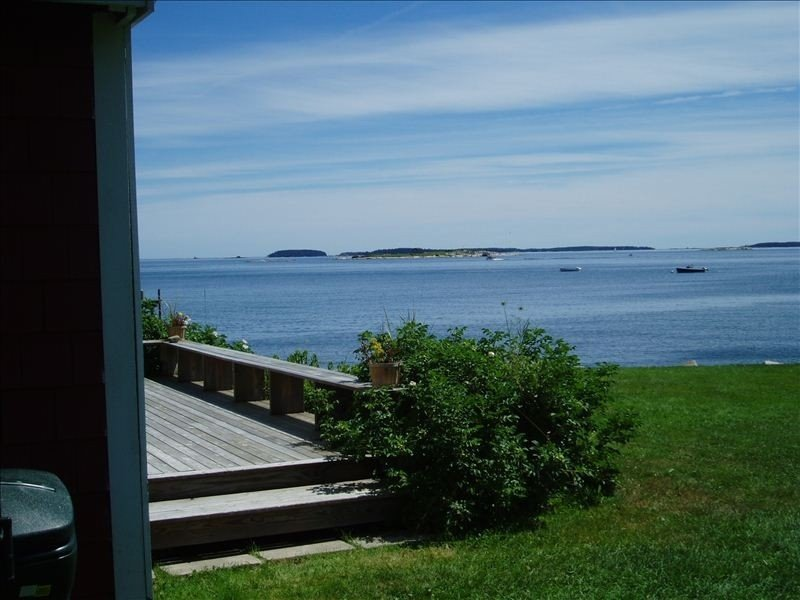 Ocean Front, Cozy, Pet Friendly Cottage, Sleeps 2/4, vacation rental in South Thomaston
