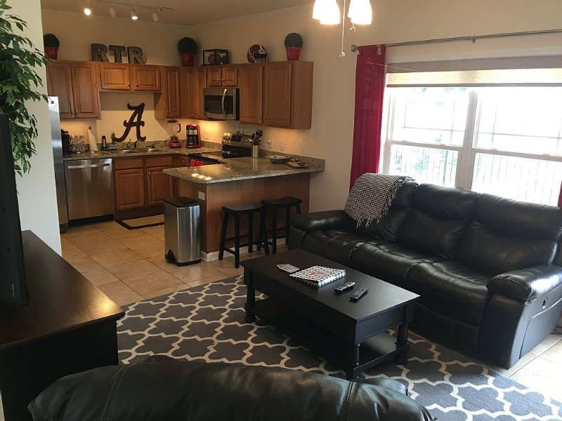 2 bedroom/2 bathroom , 2 blocks from everything Tuscaloosa!, holiday rental in Fosters