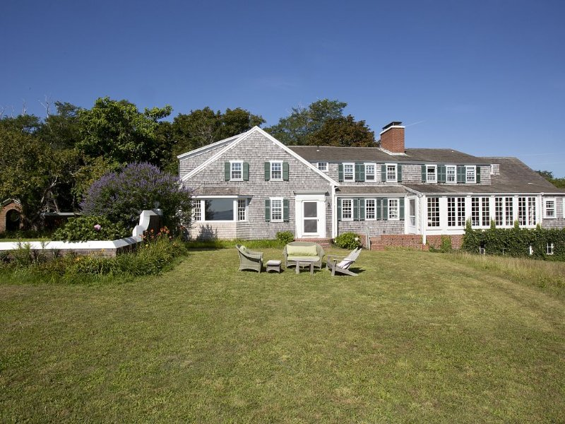 Exquisite Old Cape Charm, Spectacular Views, Private Beach, Sleeps 21, holiday rental in North Chatham