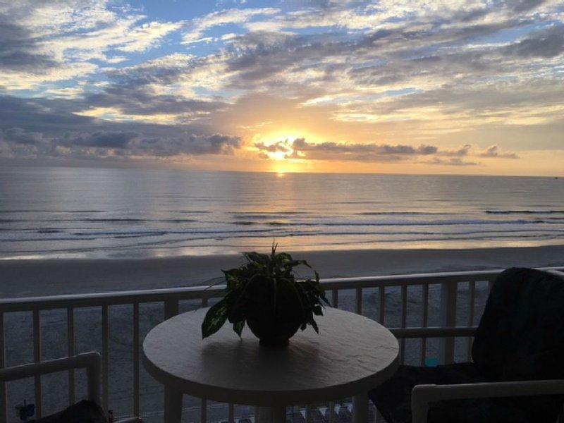Oceanfront Studio-Balcony-Best View-Location & Price, alquiler de vacaciones en Daytona Beach