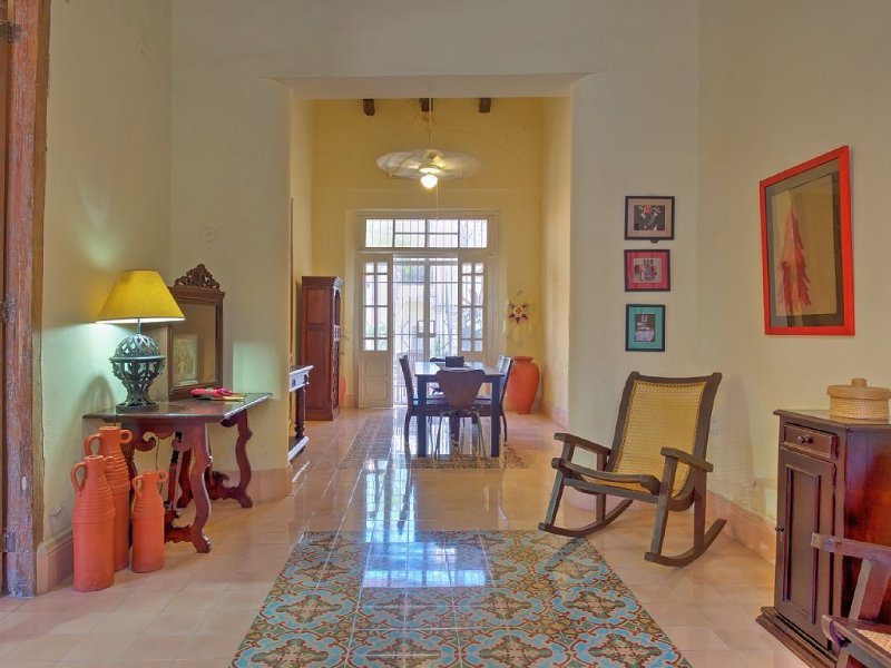 Beautiful Restored Colonial in Centro Historico, vacation rental in Merida