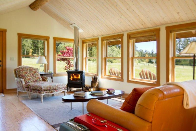 Renovated Log Cabin on Acreage, Sleeps up to 4, location de vacances à Gardiner