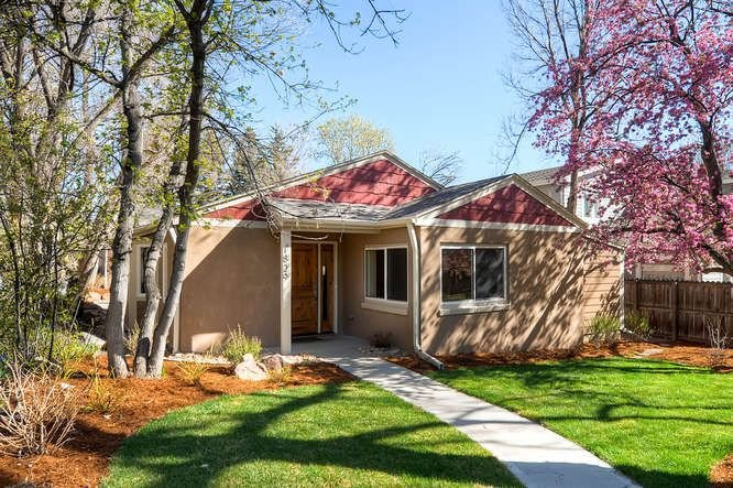 Lower Chautauqua Gem - 2/2 Complete Renovation with Gorgeous Backyard, holiday rental in Eldorado Springs