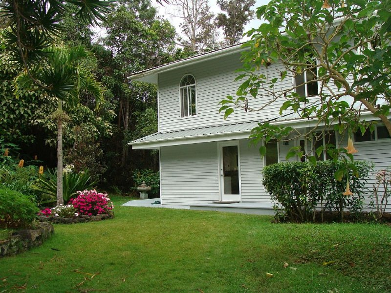 Escape To The Lush, Green, Slopes Of Mauna Loa!, holiday rental in Milolii