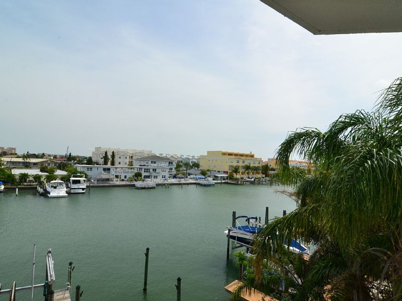 Sun West Palms - Suite 203 - 3 Bed Room - 3 Bathroom., vacation rental in Clearwater
