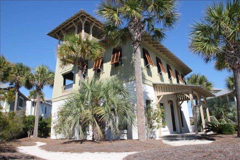 Craftsman Inspired Beach Cottage Steps Away from Crystal Beach, alquiler de vacaciones en Panama City Beach
