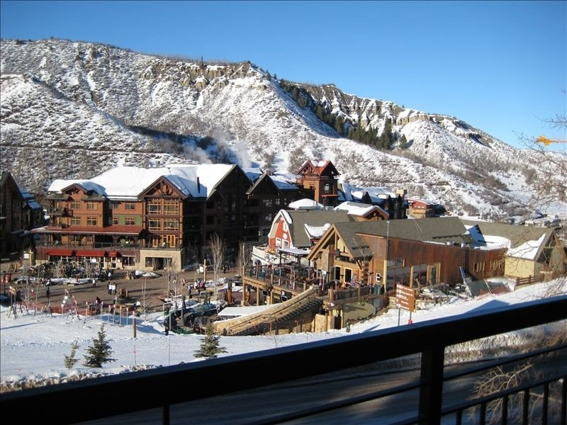 Right on ***** Hill- Great Views- Walk to the Base Village!!, location de vacances à Snowmass Village