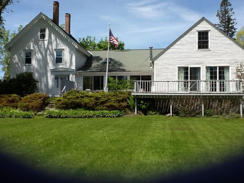 In The Heart Of Castine, 3 blocks from docks, perfect for family reunions, vacation rental in Brooksville