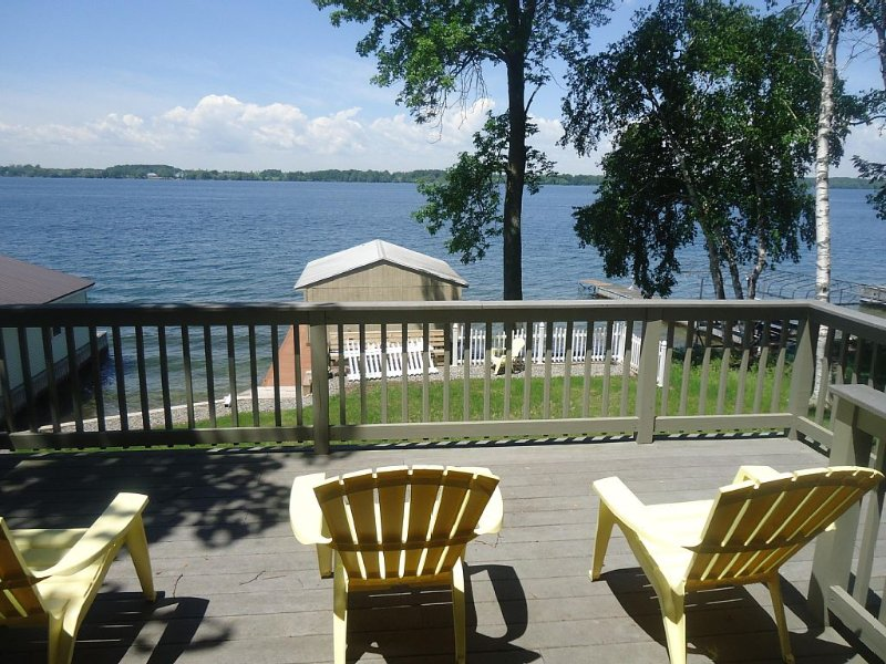 �Clayton Waterfront Cottage /Ships go right by!, holiday rental in Sackets Harbor