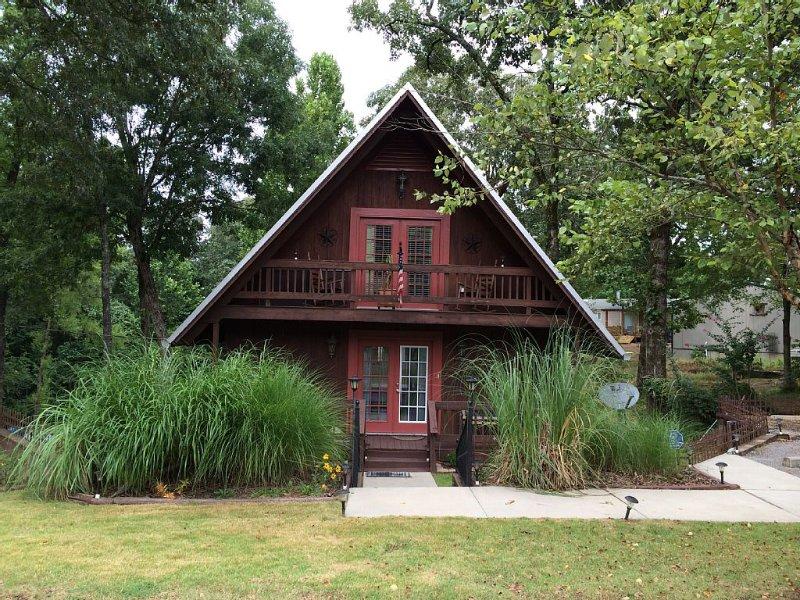Oxford-Sardis Lake Swiss Chalet, holiday rental in Senatobia