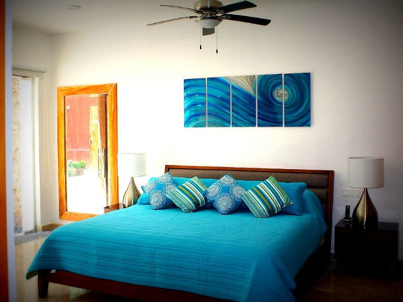 LUXURY HOME IN DOWN TOWN/ MODERN AND VINTAGE TOGETHER, vacation rental in Merida