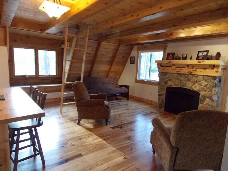 Quaint Cottage in the Woods, alquiler de vacaciones en Grand Traverse County