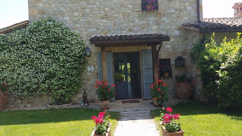 Heavenly Villa with pool near Todi, Ferienwohnung in Romazzano