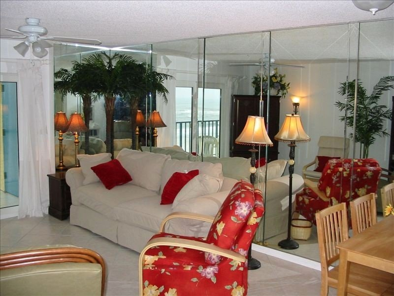 Beautiful Beachfront Condo Great Value FREE WIFI Pools~Fireplace, holiday rental in Gulf Shores