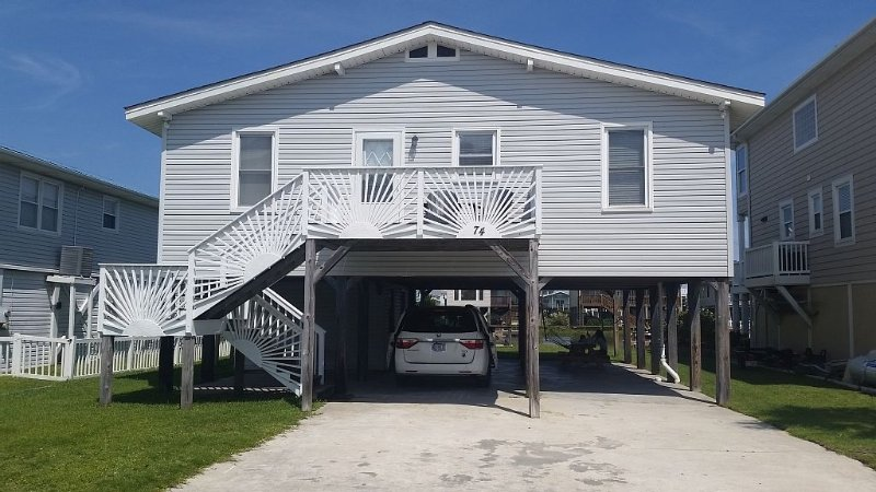 Newly Remodeled Beach Cottage On Natural Canal, vacation rental in Ocean Isle Beach