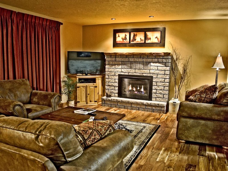 Sleeps 8, In Town Location, 5 Blocks from Yellowstone,  Discounted Rates Shown, aluguéis de temporada em West Yellowstone