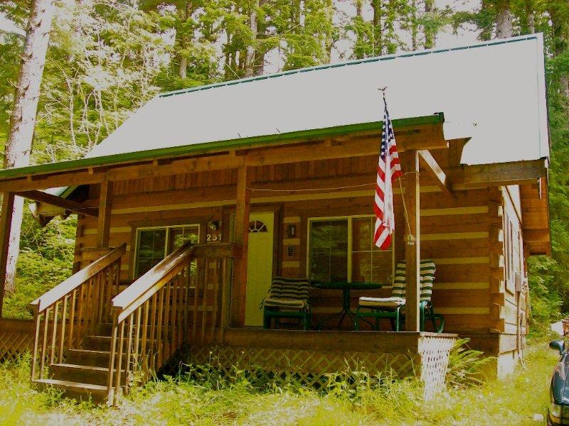 Camp Wolf At Lake Cushman, vacation rental in Hoodsport