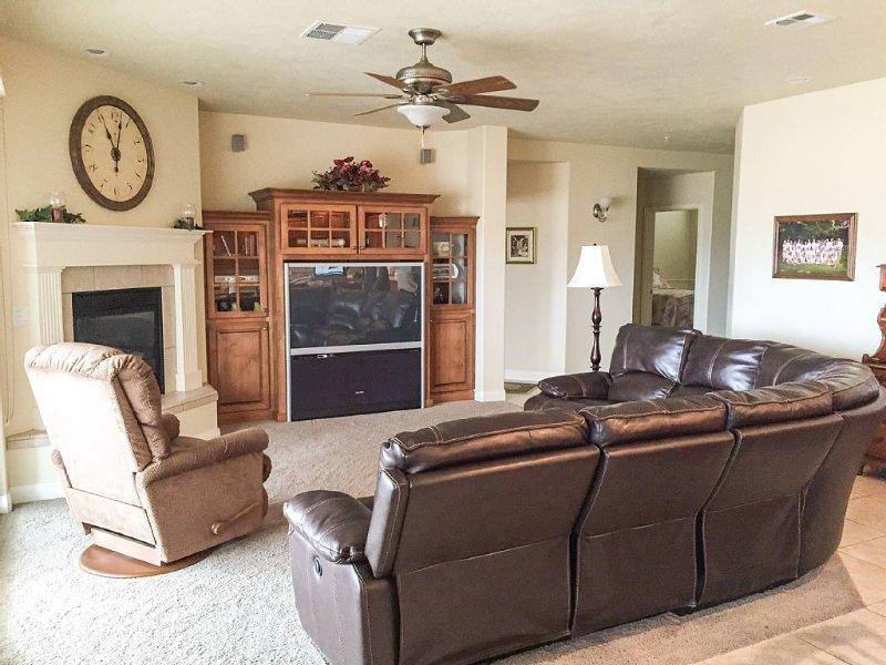 Luxury 3 Bedroom, 3 Bath Condo W/ Breathtaking Views $195-$235, alquiler vacacional en Saint George