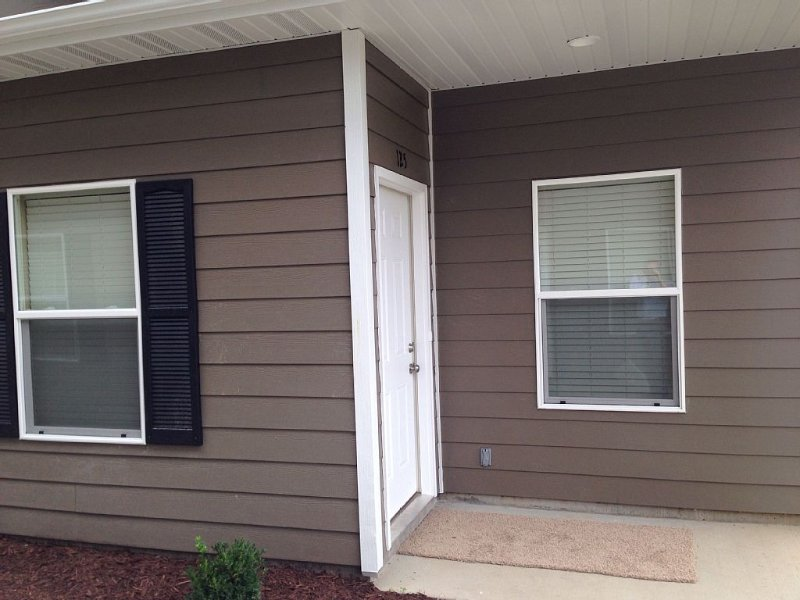 4 bedroom, sleeps 8. Cheaper than a hotel! Close to Downtown, MU, and Stadium!, holiday rental in Columbia