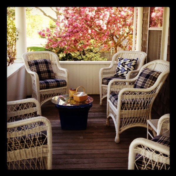 Front Porch with 6 chairs