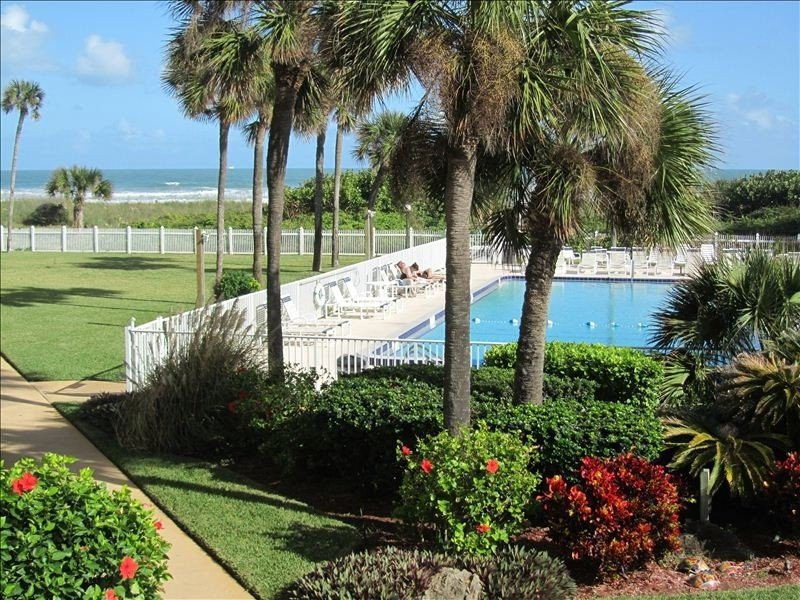 Tropical Paradise, Ocean View W/ Beach Access, Pool, Tennis, alquiler vacacional en Cocoa Beach