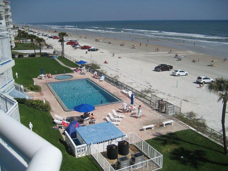 Large Direct Oceanfront Corner End Unit, vacation rental in Daytona Beach Shores
