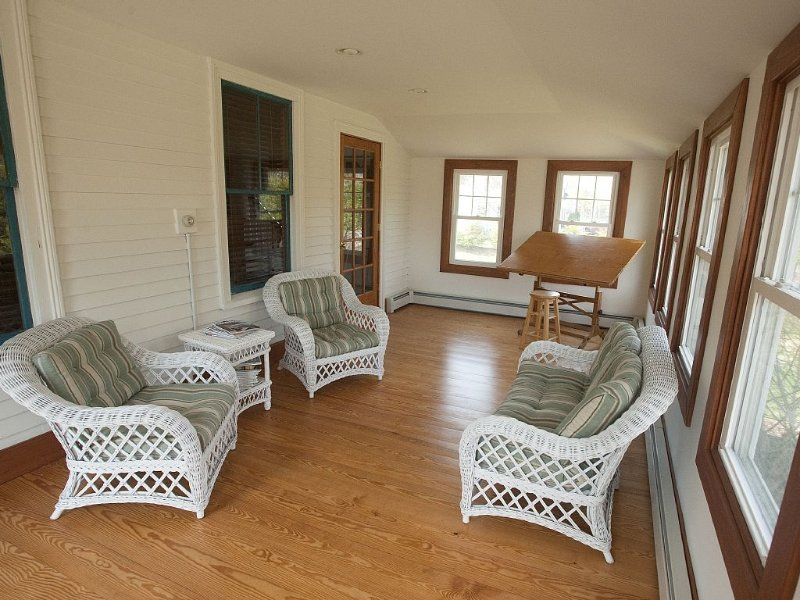 Southwest Harbor Cottage steps away the Ocean and Acadia National Park, vacation rental in Seal Harbor