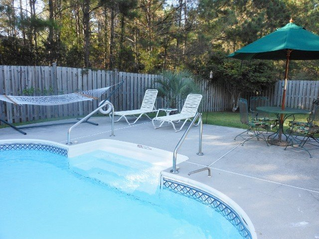 Great Location, 3 miles to Beach, Private Pool. 10 min. to Downtown Chas, holiday rental in Six Mile