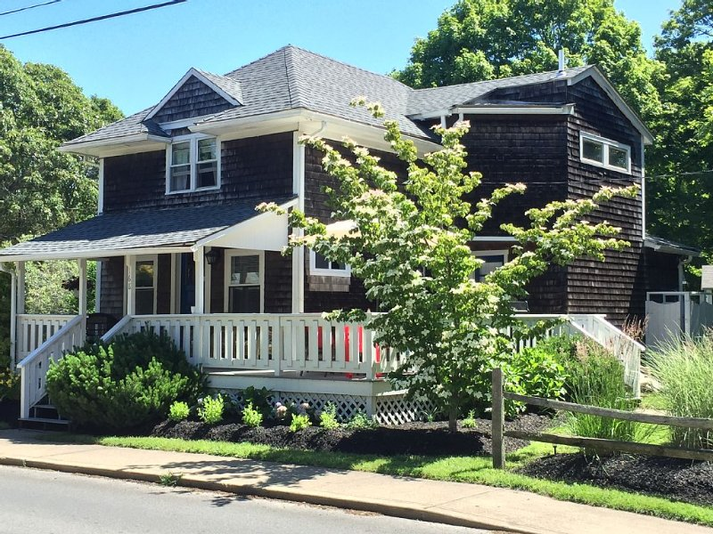 Location & Charm -- Central AC, alquiler de vacaciones en Oak Bluffs