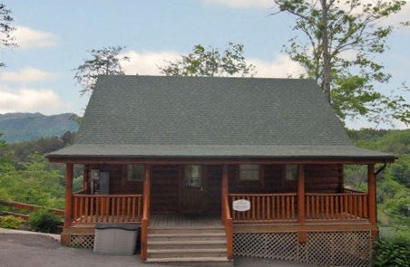 Bearadise- Gated comm w/ in&out pools& mini golf-hot tub on deck, vacation rental in Sevierville