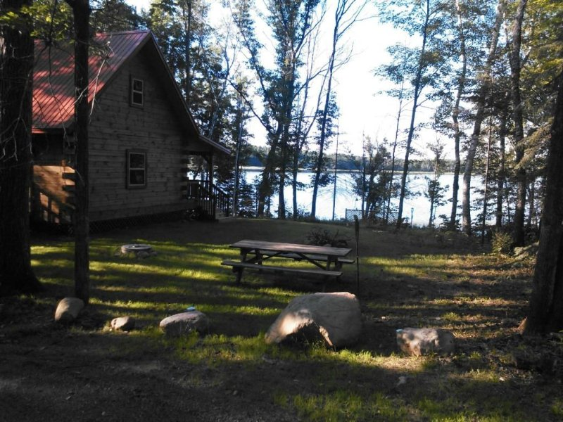 Beautiful Log Cabin Situated On Quiet Smith Lake 3 Miles North Of Hayward, Wi., location de vacances à Springbrook
