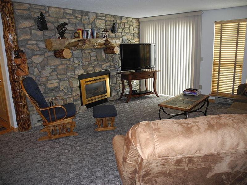 Yellowstone Rustic Luxury Condo Sleeps 11 In An Award Winning Resort, casa vacanza a Island Park