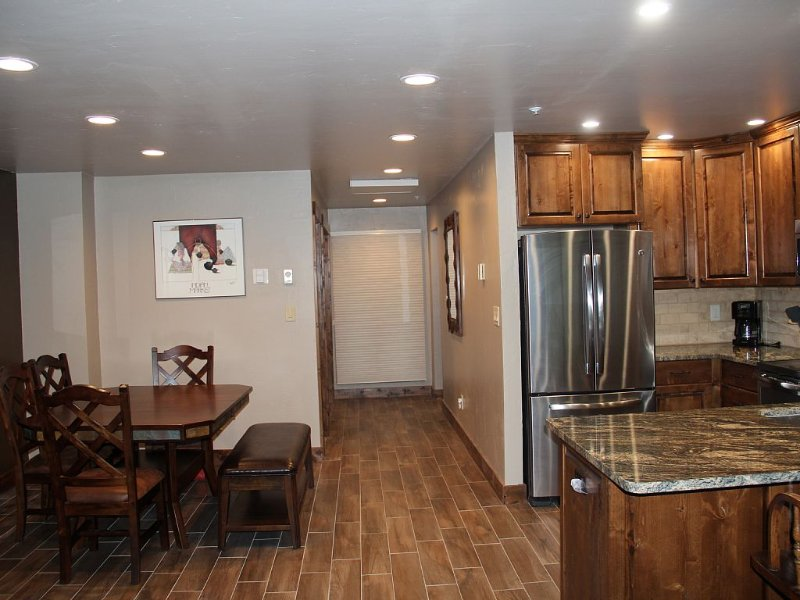 Completely Renovated Condo on Golf Course, holiday rental in Durango