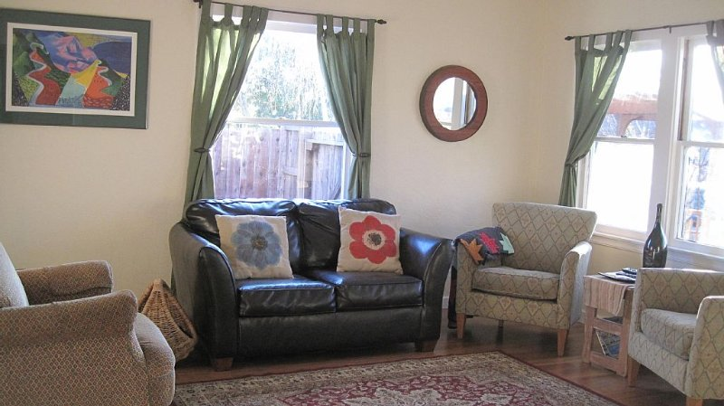 Conveniently located two blocks from Downtown Lodi., holiday rental in Lodi