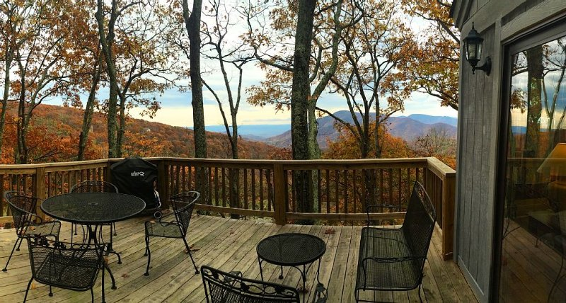 Beautiful Mtn. View, Steps to Slopes, Member Guest Pass, 25% off mid-week**, vacation rental in Wintergreen