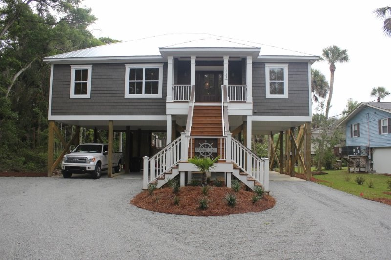 Newer Construction Beachwalk Home with new pool beginning February 2021., vacation rental in Edisto Island