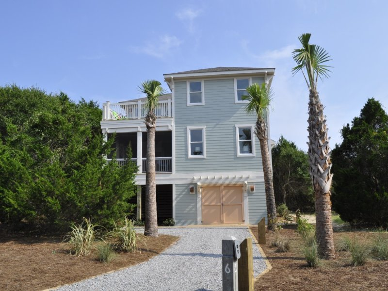 Beautiful Newly Built Ocean View Home with BHI & Shoals Club memberships, vacation rental in Bald Head Island